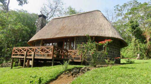 Bungalov v Mikeno Lodge, jednom z ubytovacích kapacít blízko parku Virunga